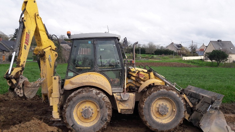 Tractopelle New Holland B 115 CAN